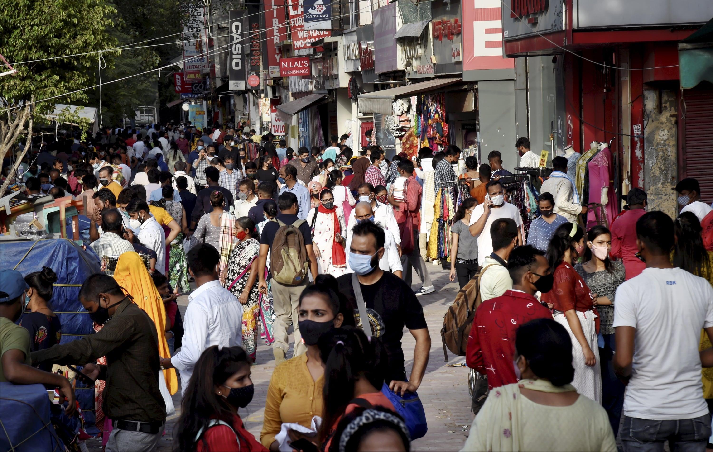 পশ্চিমবঙ্গের পরিসংখ্যান : মঙ্গলবার সন্ধ্যার বুলেটিন অনুযায়ী এক দিনে মোট ৮৬৩ জনের দেহে করোনা সংক্রমণ সনাক্ত হয়েছে। অন্যদিকে রাজ্যে করোনায় প্রাণ হারিয়েছেন ১৭ জন। ফাইল ছবি : পিটিআই (PTI)