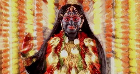 মায়ের আর্শীবাদেই তিনি সন্তানসম্ভবা এমনটাই জানিয়েছেন বছর ২৯-এর এই অভিনেত্রী। আপতত প্রেগন্যান্সির দ্বিতীয় পর্যায়ে রয়েছেন তনুশ্রী। এক সাক্ষাত্কারে তিনি বলেন, 'মায়ের চরিত্রে অভিনয় করতে করতেই খবর পাই যে আমি সন্তানসম্ভবা, তাই আমি মনে করি, মা ভবতারিণীর আশীর্বাদেই সব হয়েছে'।