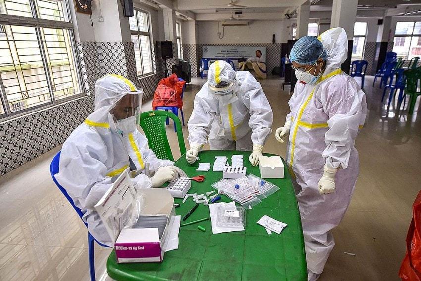 করোনায় মৃত্যু: কমেছে দৈনিক প্রাণহানি। রবিবার ২৪ ঘণ্টায় করোনায় (Coronavirus) মৃত্যু সংখ্যা ৪৯৯। ফাইল ছবি : পিটিআই (PTI)