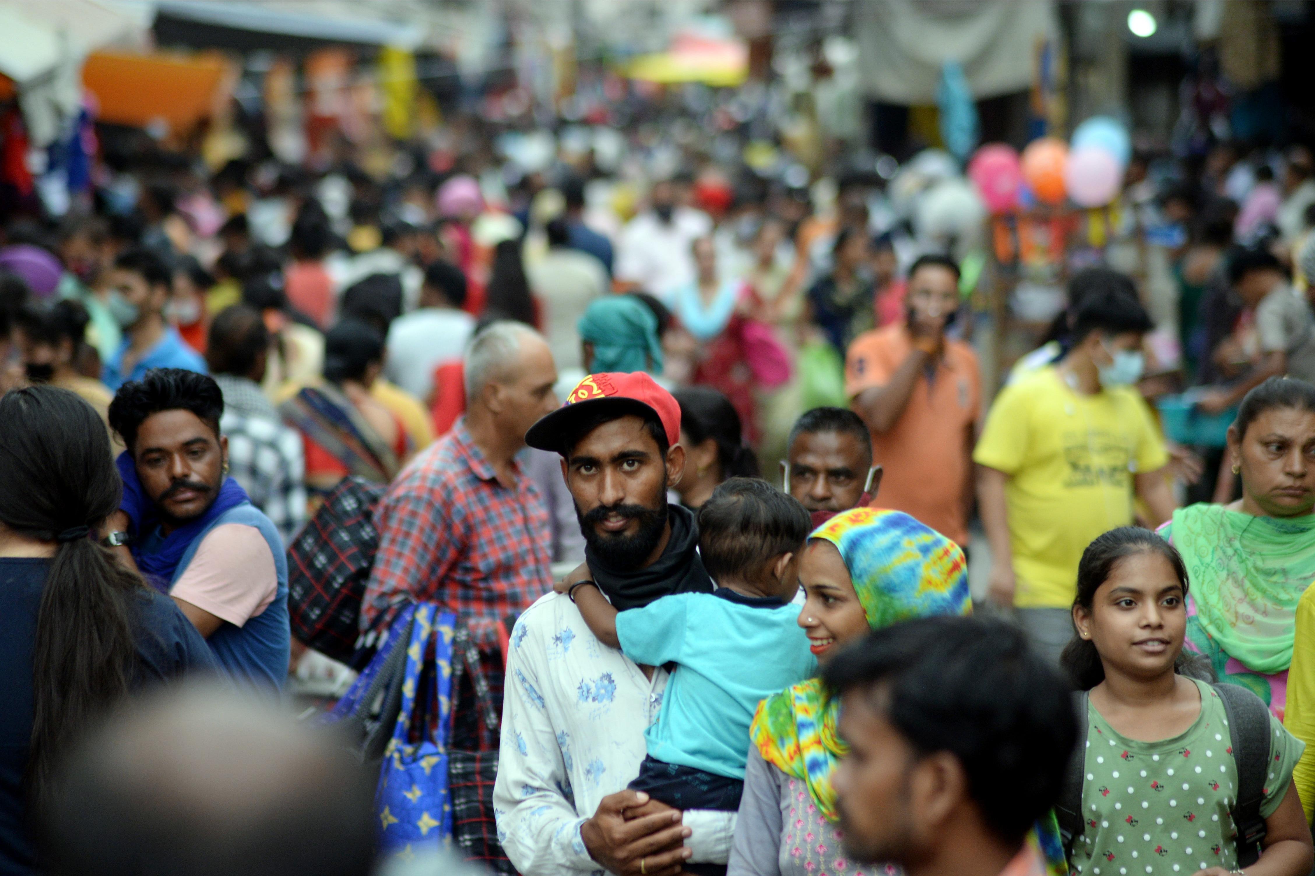 পশ্চিমবঙ্গের পরিসংখ্যান : মঙ্গলবার সন্ধ্যার বুলেটিন অনুযায়ী এক দিনে মোট ৬১৩ জনের দেহে করোনা সংক্রমণ সনাক্ত হয়েছে। রাজ্যে করোনায় ১২ জনের মৃত্যু হয়েছে। ফাইল ছবি : এএনআই (ANI)