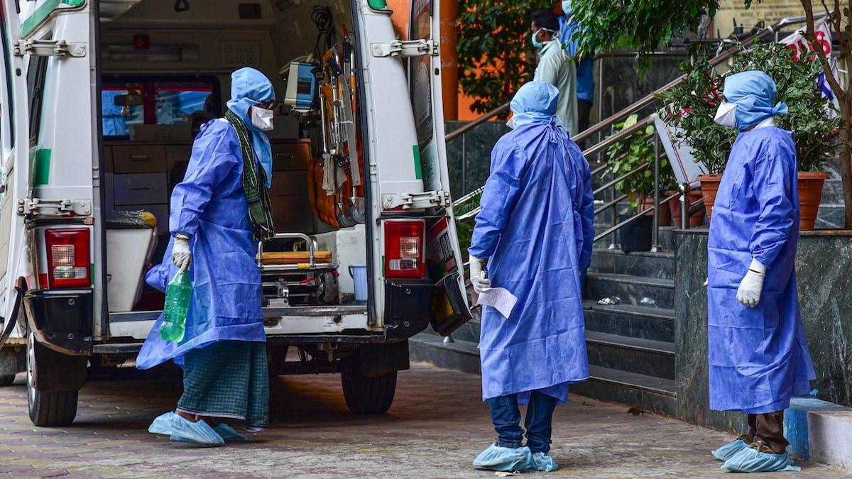 করোনায় মৃত্যু: ২৪ ঘণ্টায় করোনায় (Coronavirus) মৃত্যু সংখ্যা ৩৬৯। ফাইল ছবি : পিটিআই (PTI)