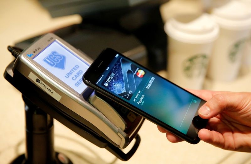 128 GB স্টোরেজ সহ iPhone 12 Pro ফ্লিপকার্টে ১,১৫,৯০০ টাকায় পাওয়া যাবে। 256GB ভেরিয়েন্টটি ১,২৫,৯০০ টাকায় পাওয়া যাবে। 512 GB ভেরিয়েন্টটি ১,৪৫,৯০০ টাকায় পাওয়া যাচ্ছে। ফাইল ছবি : রয়টার্স (REUTERS)