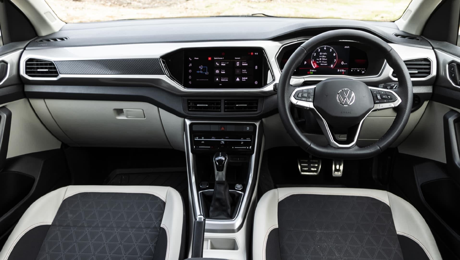 Volkswagen Taigun-এর দাম ১০.৪৯ লক্ষ টাকা(এক্স-শোরুম)। টপ-এন্ড মডেলটির দাম ১৭.৪৯ লক্ষ টাকা(এক্স-শোরুম)। ছবি : ভোক্সওয়াগেন (Volkswagen)
