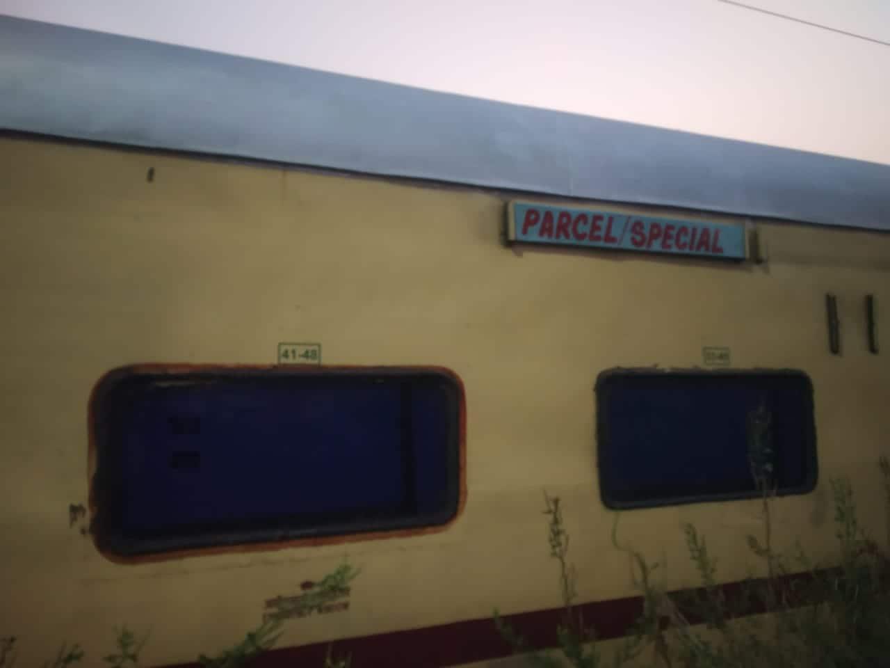 যাত্রীবাহী ট্রেনের এসি কামরায় পণ্য পরিবহণ করল ভারতীয় রেল। চালানো হল প্রথম এসি পার্সেল এক্সপ্রেস ট্রেন। (ছবি সৌজন্য এএনআই)