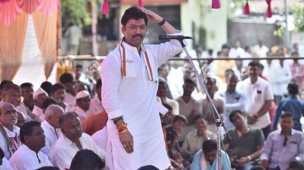 LIVE| With Pawar Saheb, don't spread rumours: Dhananjay Munde clears air