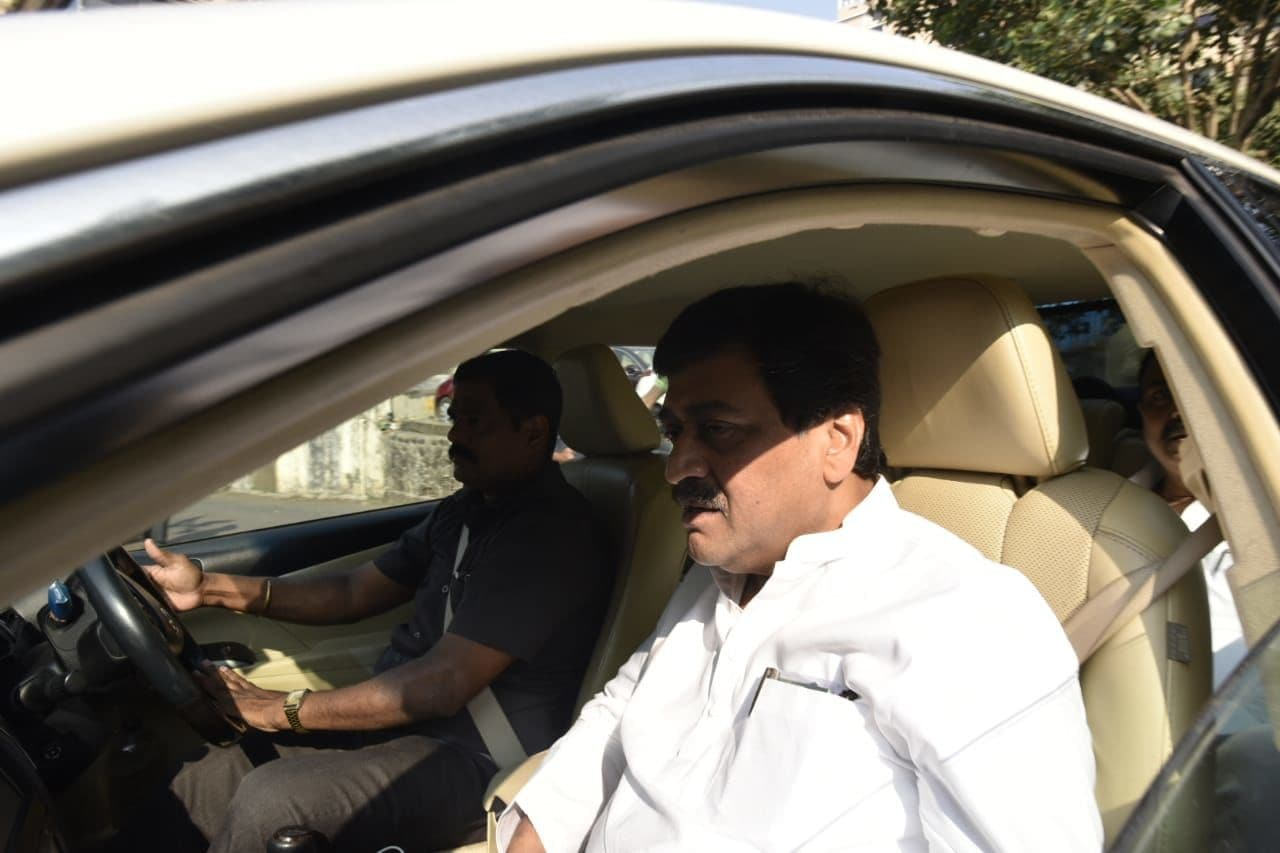 <p>Cong, NCP, Sena leaders reach governor's residence</p>