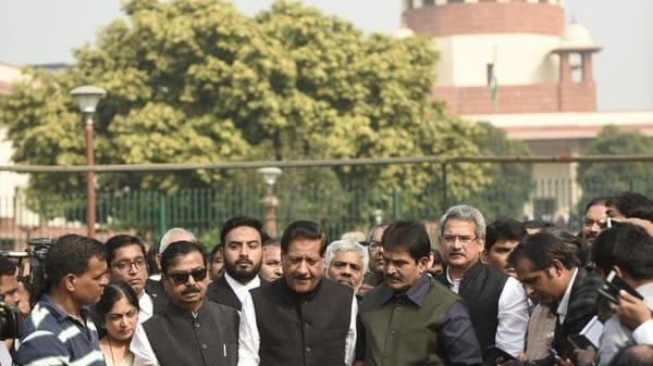 Maharashtra Live| BJP MLAs to meet at 9 PM ahead of floor test tomorrow