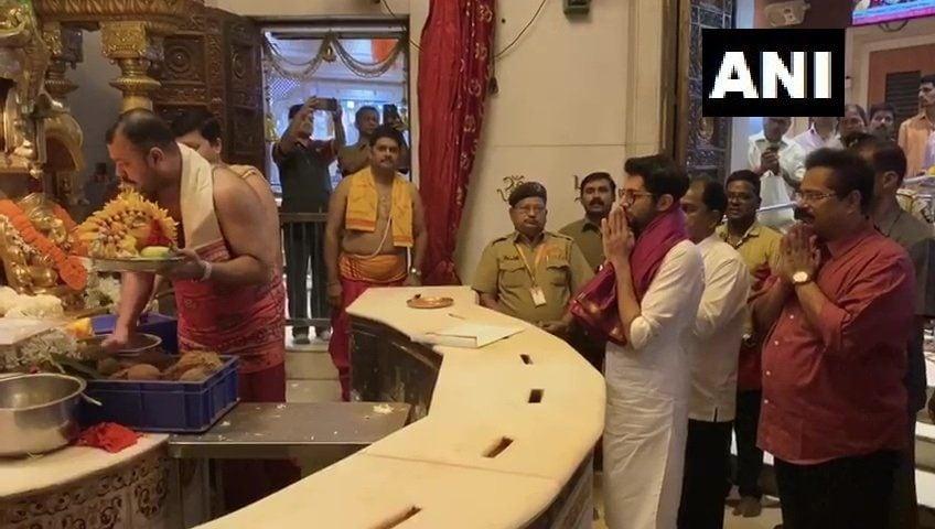 <p>Aaditya Thackeray offers prayers at Siddhivinayak Temple</p>