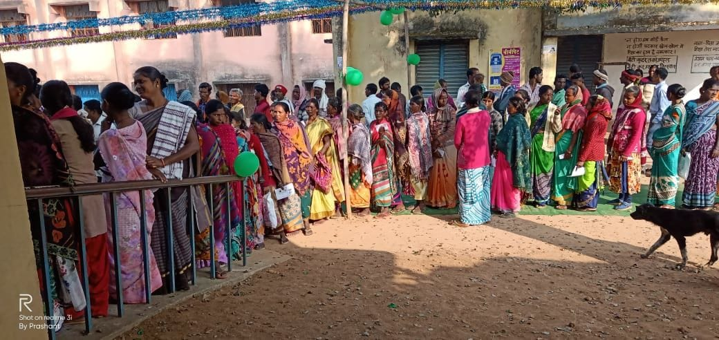 <p>Women voters line up at a polling booth in Manika assembly constituency</p>