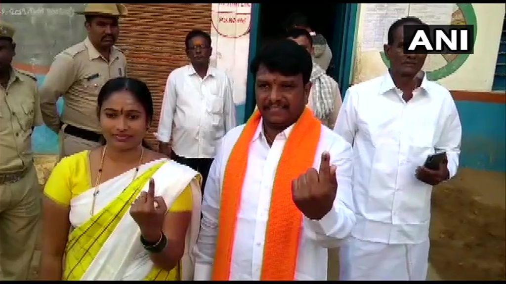 <p>BJP's Ranebennur candidate casts his vote</p>