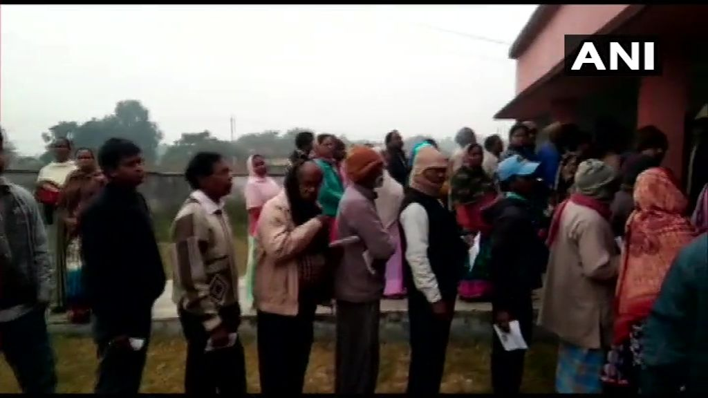 <p>Queues outside polling booths to cast vote </p>