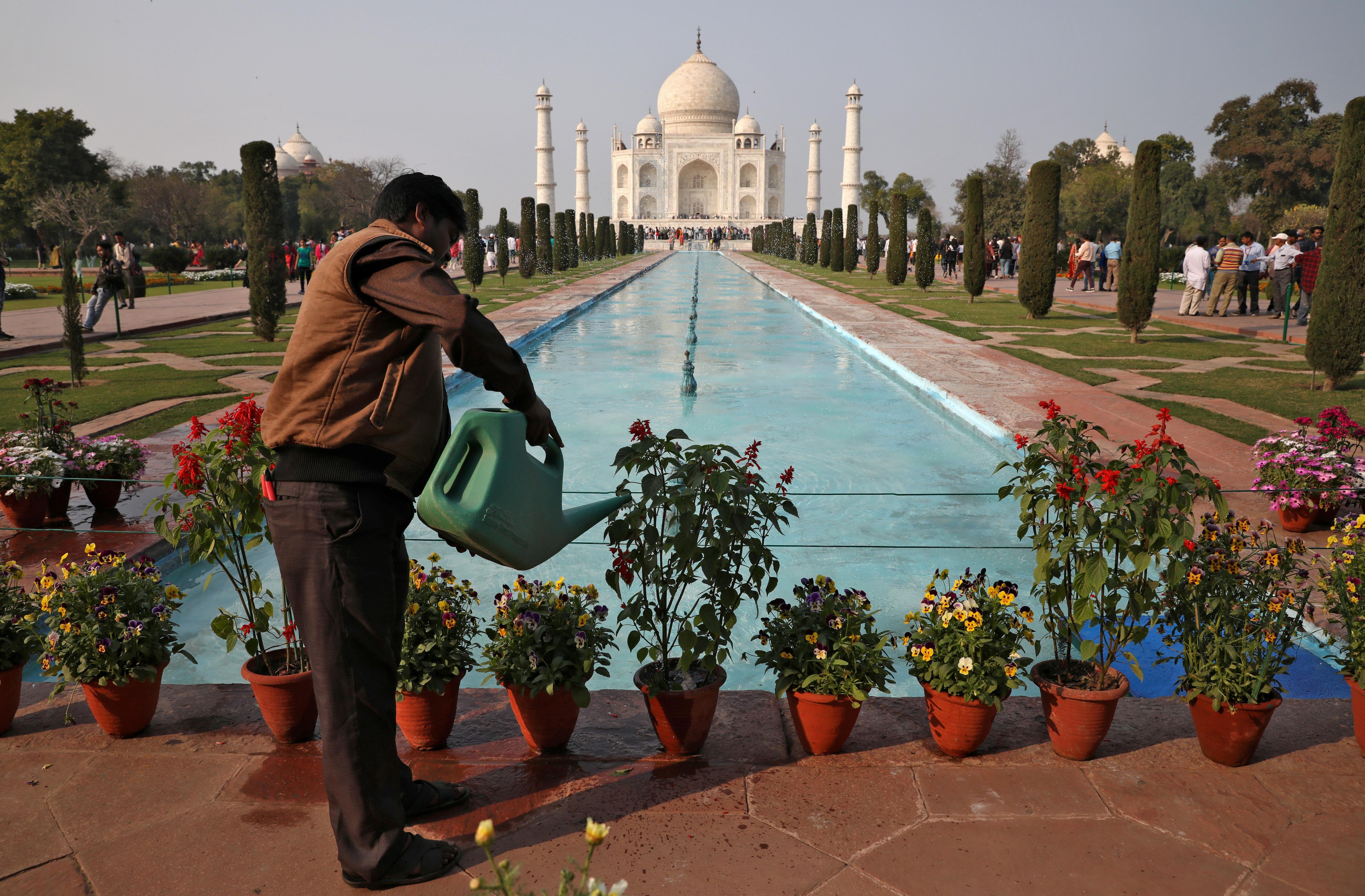 <p>Agra decks up to greet US President Trump</p>