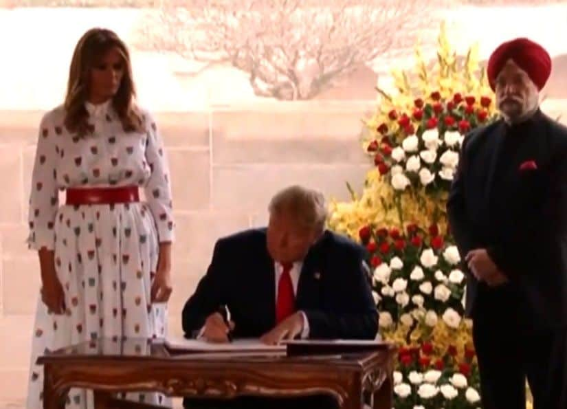 <p>Trump signs visitor's book at Rajghat</p>