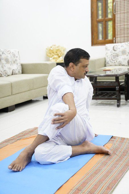 <p>Delhi CM Arvind Kejriwal performs yoga</p>