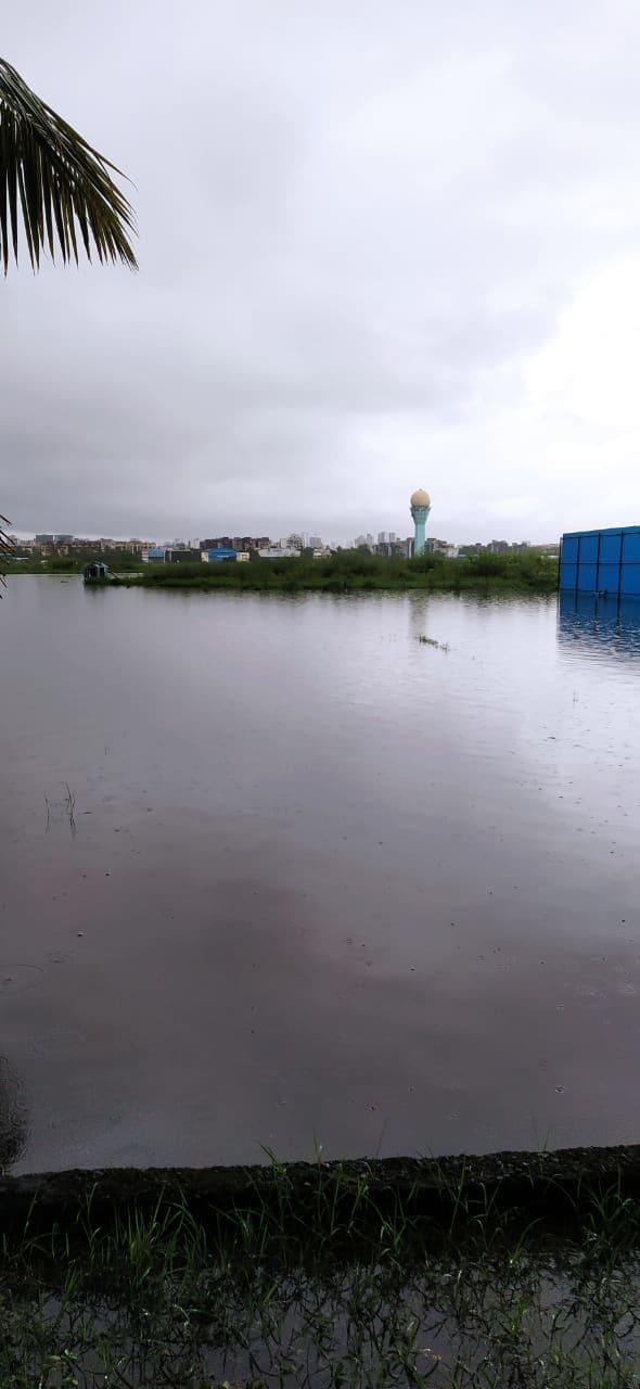 <p>Mumbai rainfall brings Juhu airport to standstill</p>