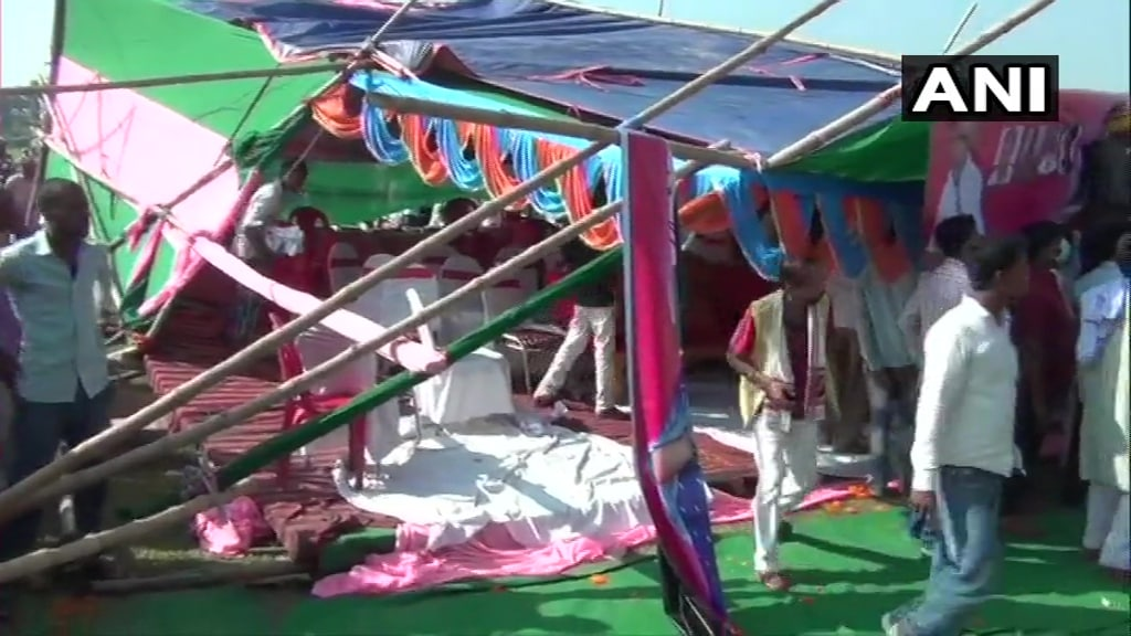 <p>Stage collapses during Jan Adhikar Party leader's rally</p>