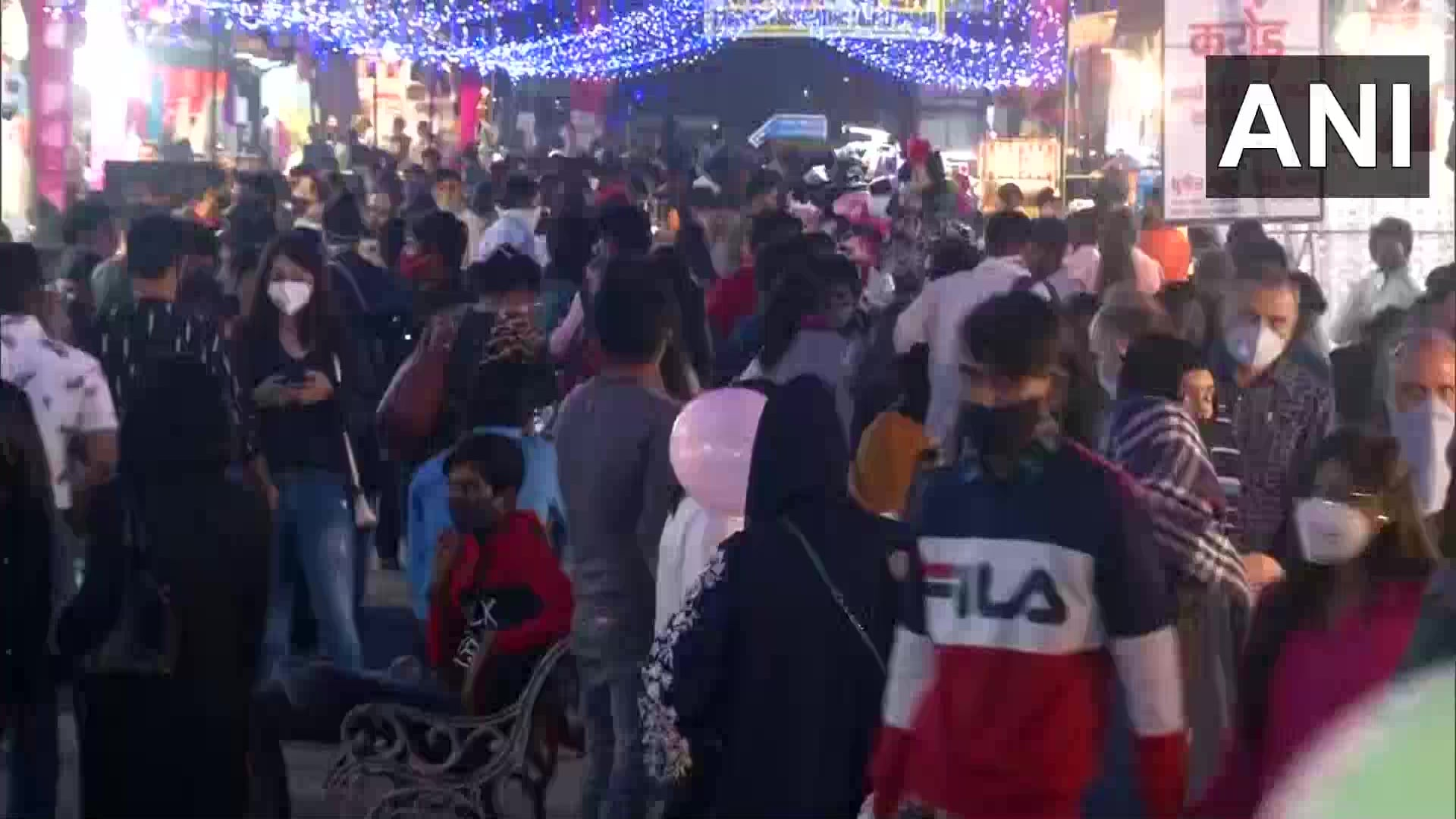 <p>People flout Covid-19 rules in Delhi</p>
