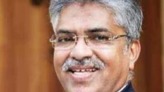 Congress leaders are yet to react to former judge Justice B Kemal Pasha's suggestion of contesting the polls on a party ticket. (HT PHOTO).