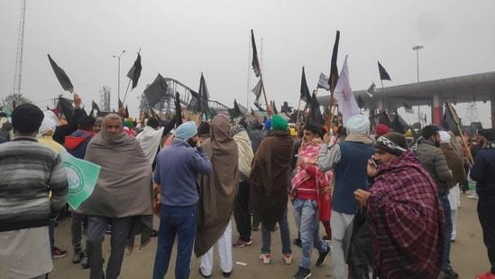Amid farmers protest against farm laws 2020, farmers gathered in Kaimla village of Karnal in Haryana where Manohar Lal Khattar was to hold 'Kisan Mahapanchayat'.