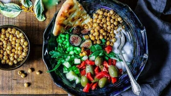 Men with localized prostate cancer who reported a baseline dietary pattern that more closely follows the key principles of a Mediterranean-style diet fared better over the course of their disease, suggest the findings of a new study.(ANI)