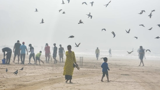 Visitors out on a smoggy day at Juhu beach in Mumbai on January 10. As many as 16,959 people were cured of Covid-19 according to the bulletin, taking the national recovery rate to 96.42%. India has been reporting less than 300 deaths for over two weeks now adding to what has been one of the lowest deaths per million rate in the world.(Satyabrata Tripathy / HT Photo)