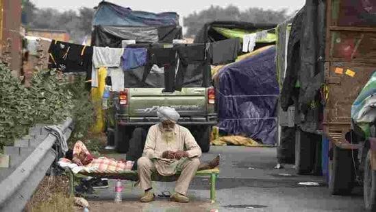 Farmers camp at NH-48 during the ongoing protest against the farm laws at Delhi-Jaipur expressway, Dharuhera in Rewari, near Gurugram. (Praveen Kumar/HT Photo)