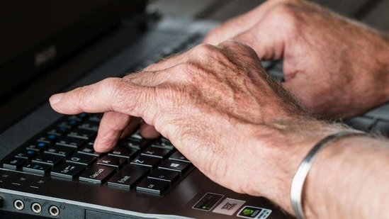 Hundreds of cancer patients have benefitted from using computer algorithms to manage their symptoms and improve their wellbeing in a unique UK trial.(Yahoo)