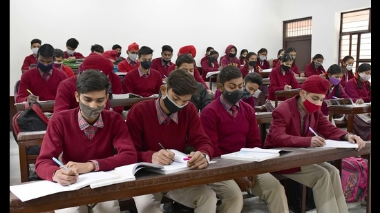 Social distancing goes for a toss in a crowded classroom at Government Model Senior Secondary School, Punjab Agricultural University, in Ludhiana on Monday. (Harsimar Pal SIngh/HT)