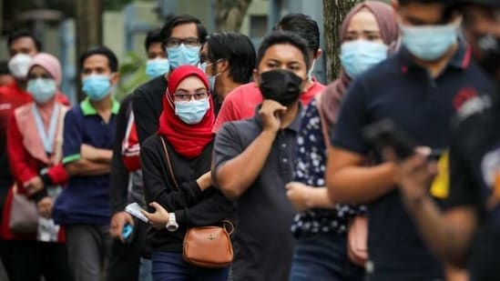 People wait in line to be tested for the coronavirus disease (Covid-19) in Shah Alam, Malaysia.(Reuters)