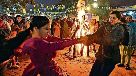 Lohri celebrations have become more intimate this year amid the coronavirus scare. Those catering food at parties share the demand for vegetarian food has also gone up amid bird flu.(Sonu Mehta/HT)