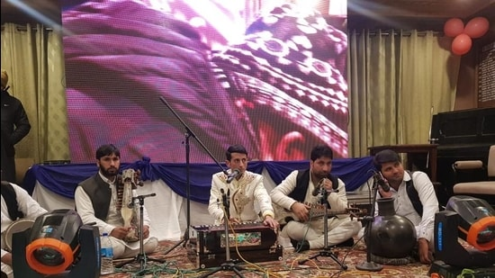 Adil Manzoor Shah performs on stage. (HT photo)