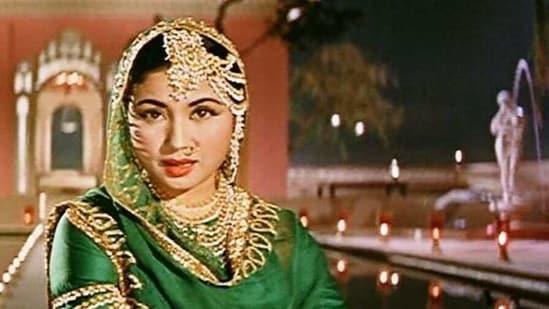 Meena Kumari dances in a sequence from Pakeezah.(YouTube)