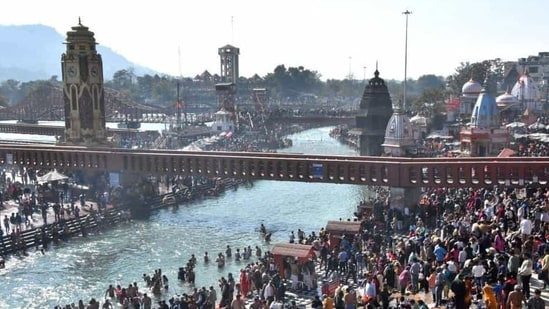 Elaborate arrangements are being put in place for Makar Sankranti bath which normally in previous Kumbh fairs used to be the first festive dip of the Kumbh.(File photo)
