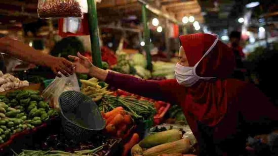 Retail inflation declines to 4.59% in December from 6.93% in November(Reuters File Photo )