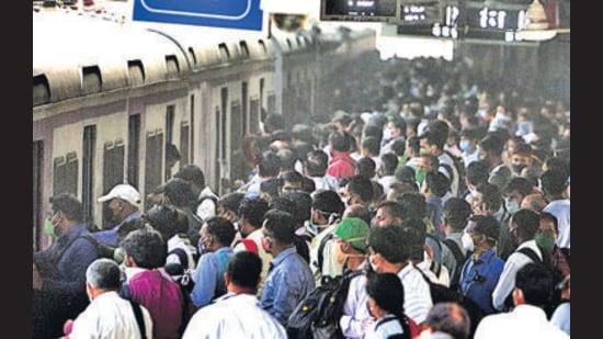 Passengers at Dadar station. (Satish Bate/HT Photo)
