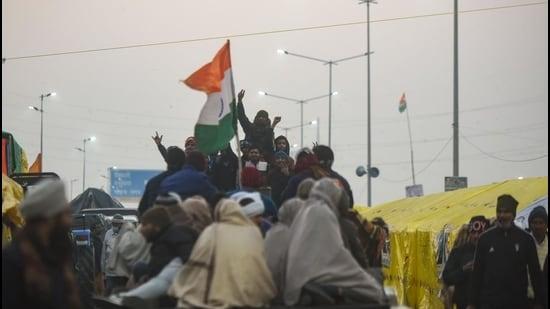 Singhu, Tikri, other key Delhi borders remain closed as farmers' protest continues - Hindustan Times
