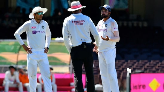 India's Mohammed Siraj speaks to the umpire as the game was halted after allegedly some remarks were made by the spectators on the fourth day of the third cricket Test match between Australia and India at the Sydney Cricket Ground(AFP)