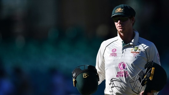 Australia's Steven Smith carries the helmets on the fourth day of the third cricket Test match between Australia and India at the Sydney Cricket Ground (SCG) in Sydney on January 10, 2021. (Photo by Saeed KHAN / AFP) / -- IMAGE RESTRICTED TO EDITORIAL USE - STRICTLY NO COMMERCIAL USE --(AFP)
