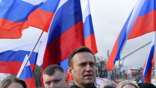 (FILES) In this file photo taken on February 29, 2020 Russian opposition leader Alexei Navalny takes part in a march in memory of murdered Kremlin critic Boris Nemtsov in downtown Moscow. - Kremlin critic Alexei Navalny, who is currently in Germany recovering from a poisoning attack, said on January 13 he intends to return to Russia on January 17. (Photo by Kirill KUDRYAVTSEV / AFP)(AFP)