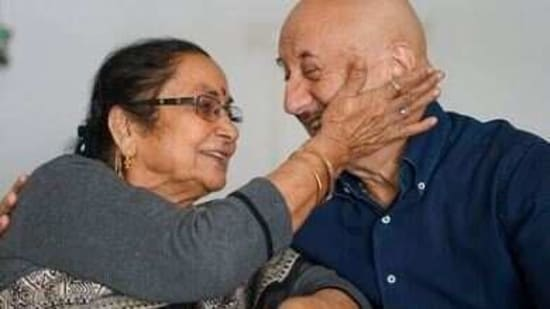 Anupam Kher poses with his mother.