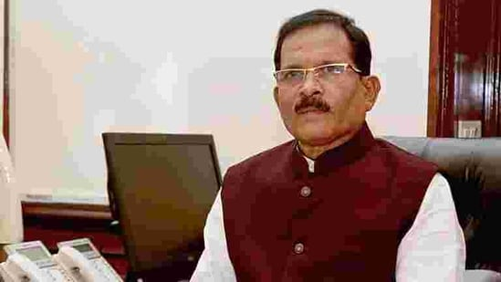 Naik received injuries, while his wife Vijaya and an aide died on Monday when their car met with the accident near Ankola in Uttar Kannada district, while he was returning to home state Goa from Dharmasthala in neighbouring Karnataka.(PTI)