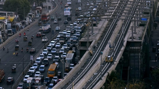 Heavy Traffic on Western Express Highway near Pathan Wadi bridge at Malad in Mumbai. ( ANI)
