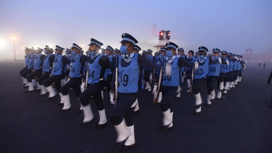 Indian Air Force (IAF) personnel during rehearsals for the Republic Day parade, at Vijay Chowk on January 14. A day prior, the minimum temperature recorded at the Safdarjung observatory, which is considered the official reading for the city, was 3.2°C, a deviation of four degrees from what is normal this time of the year. The maximum temperature during the day was 18.5°C, a notch below normal.(Raj K Raj / HT Photo)