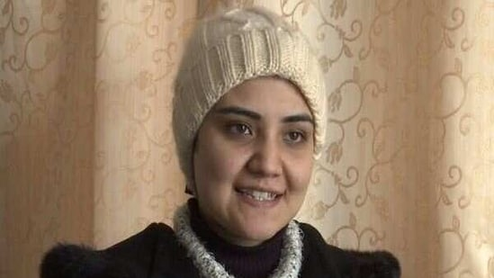 """In a bid to revive centuries-old Kashmiri art form known as """"Ladishah"""", Syed Areej Safvi, a 25-year-old woman hailing from Jammu and Kashmir, performs the traditional folk ballad to tell tales in a satirical and humorous way.(ANI)"""