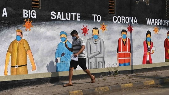 A pedestrian walks past a wall mural painted to thank frontline workers from various professions fighting against the spread of the Covid-19 coronavirus, in Mumbai on January 13. Meanwhile, the number of people infected with the new UK variant of SARS-CoV-2 in India has reached 109, the Ministry of health and family welfare said on January 13, up from 102 a day prior.(Indranil Mukherjee / AFP)