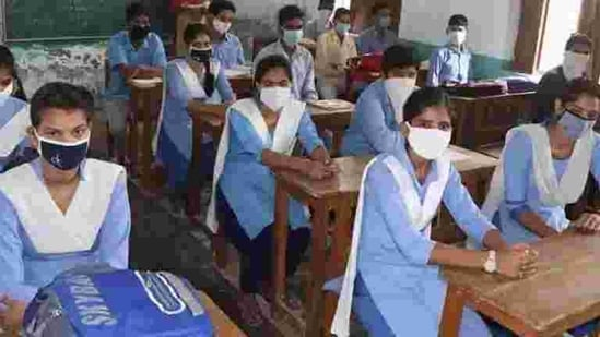 A total of 13,227 students have shifted from private schools to government schools in Hisar, followed by 9,798 in Faridabad, and 9,589 in Bhiwani.(HT File)