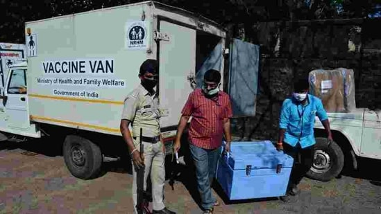 Covid vaccine being transported to Thane, from where it will be distributed to other civic bodies in the district. (Praful Gangurde/ HT Photo)