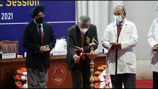 (From left) PGIMER research dean Dr Gurpreet Singh, director Dr Jagat Ram and AIIMS director Dr Randeep Guleria at the inaugural ceremony of the new academic session of PGIMER, Chandigarh. (HT PHOTO)