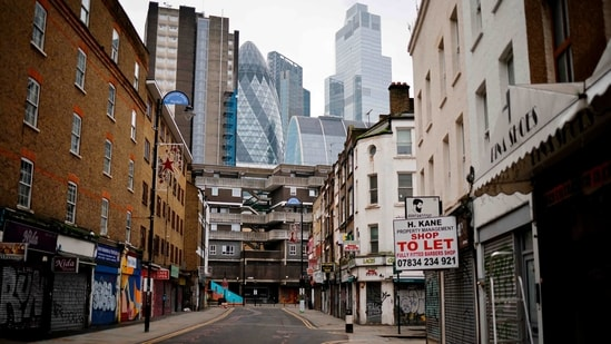 Shuttered shops are seen along deserted streets in the City of London on January 15, 2021, during the third coronavirus lockdown. - Britain's economy slumped 2.6 percent in November on coronavirus restrictions, official data showed January 15, 2021, stoking fears that the current virus lockdown could spark a double-dip recession. (AFP)