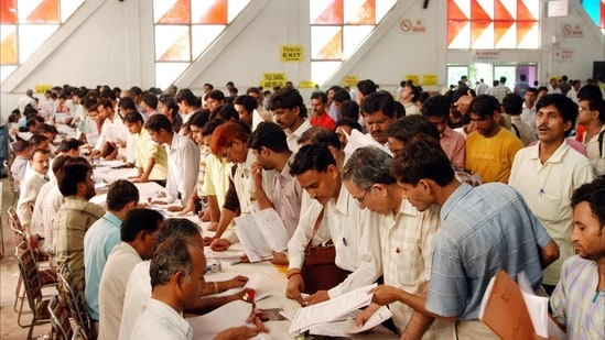 Refunds issued are received within 20-45 days from the date of completion of processing of ITR by the Centralized Processing Centre (CPC).(HT FILE PHOTO )